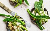 Roasted mushrooms with asparagus and goat's cheese
