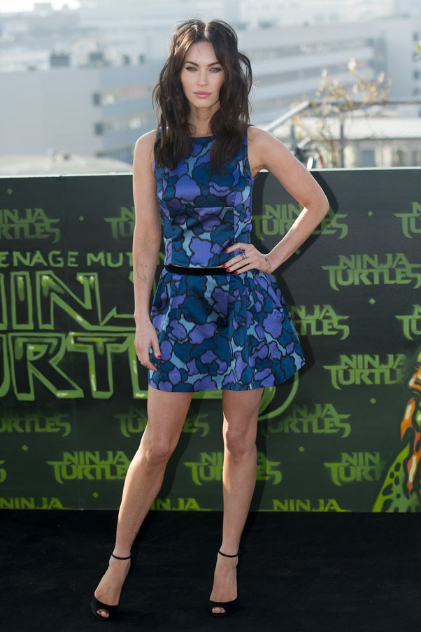 """<strong>5 Factor Diet</strong> <br>With one of the most enviable figures in Hollywood, <strong>Megan Fox</strong> looks to the 5 Factor Diet, developed by celebrity trainer Harley Pasternak. A five-week plan, the diet involves eating five meals a day made with five ingredients per meal that must include protein, healthy fats, healthy carbs, fibre and a sugar-free drink, one 'cheat day' is allowed were dieters can eat what they like. <br><br>""""Megan and Brian [her husband] eat really well. They both cook and love using their blender,"""" shared Pasternak, """"they love my smoothie recipes! Megan's favorite is the red smoothie, which is whatever berries are in season, Chai tea, a scoop of protein powder and little bit of almond milk."""""""