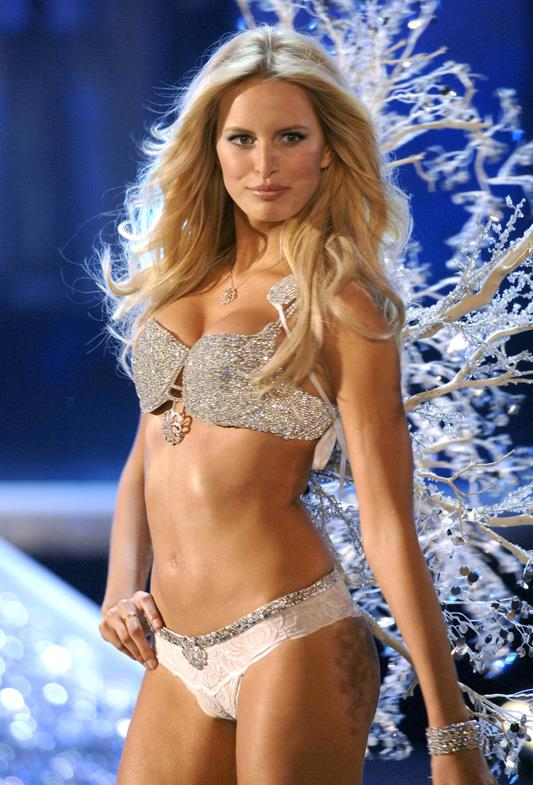 <strong>2006: Hearts on Fire Diamond Fantasy Bra</strong> <br>Angel: Karolina Kurkova <br>Value: $6,500,000 <br><br>Encrusted with over 2000 diamonds, the bra features a 10-carat diamond brooch as the centrepiece.