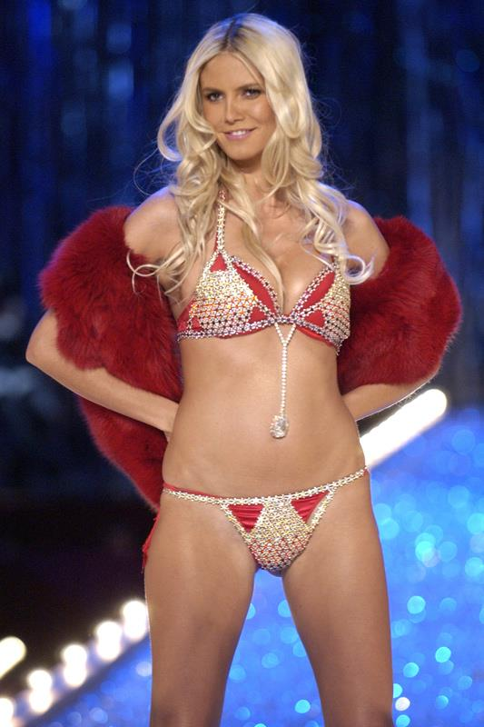 <strong>2003: Very Sexy Fantasy Bra</strong> <br>Angel: Heidi Klum <br>Value: $11,000,000 <br><br>Another Mouawad  creation, the 2003 fantasy bra took 370 hours to create and with a 2,800 gem encrusted brassiere and a center piece using a 70-carat Excelsior diamond.