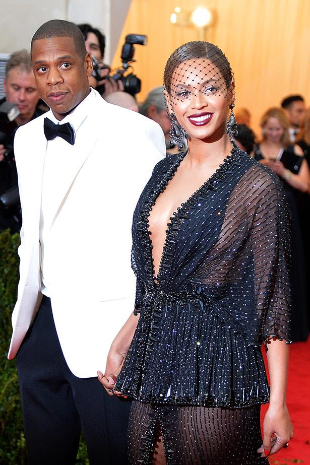 <strong>Jay Z and Beyoncé</strong> <br><em>What: Fancy cars </em><br><br>Jay Z and Beyonce are famous for their extravagant gift-buying (and spending in general!), and in particular, for very lavish cars. Jay Z was the first to splash out on a set of wheels, gifting his superstar wife a US$1 million 1959 Rolls-Royce for her 25th birthday back in 2006. <br><br>Beyonce returned the favour when her rapper husband turned 41, splashing out on a US$2 million white Bugatti Veyron Sport.