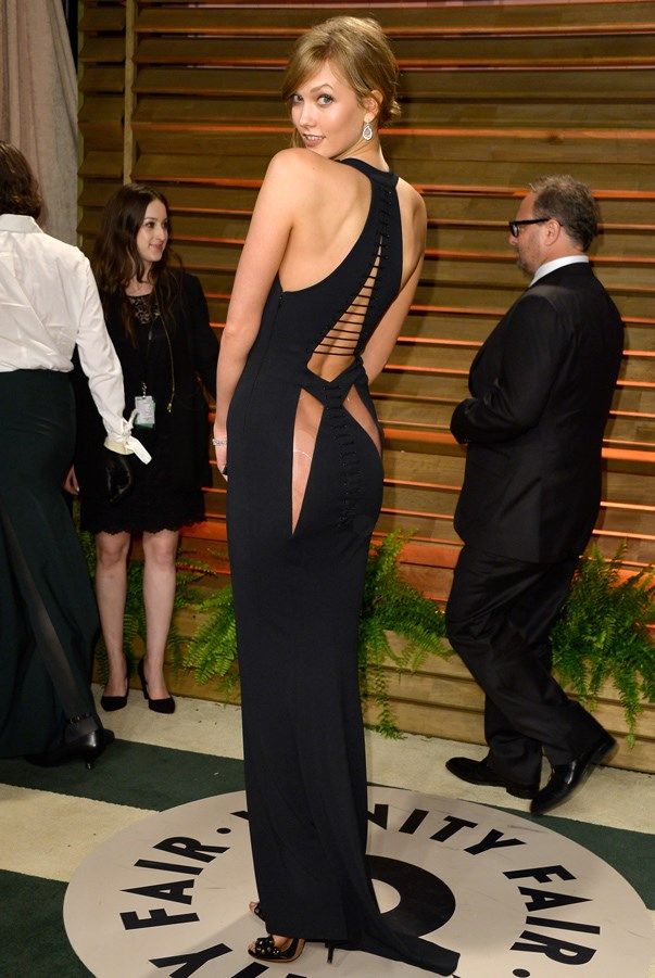 <strong>Karlie Kloss in Azzedine Alaia </strong> <br><br>Kloss was not afraid to put it all on display at the annual Oscar Awards after-party. The supermodel showed off her famously toned body, including her derriere in this cut-out gown by Alaia. Cheeky, eh?
