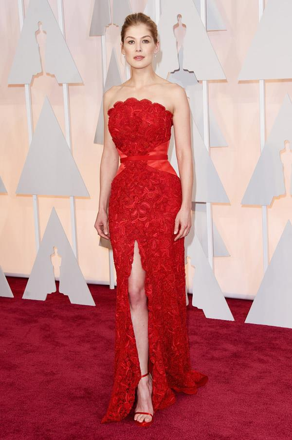 She's had some hits and misses this awards season, but Rosamund Pike's incredible custom Givenchy gown is most definitely a win for the star. The Gone Girl actress looks senstational in the red dress, which reportedly took 2,000 hours to create. Seriously.