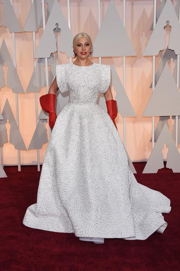 The first gloves of the evening, Lady Gaga's look is typically bold.