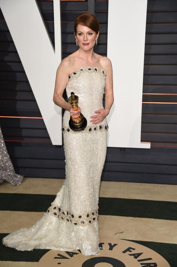 Julianne Moore in Chanel (with her Oscar!)