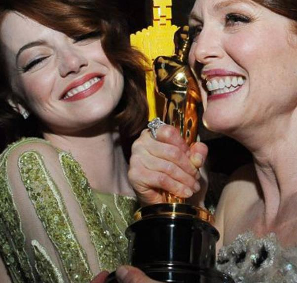Emma Stone and Julianne Moore at the Oscars
