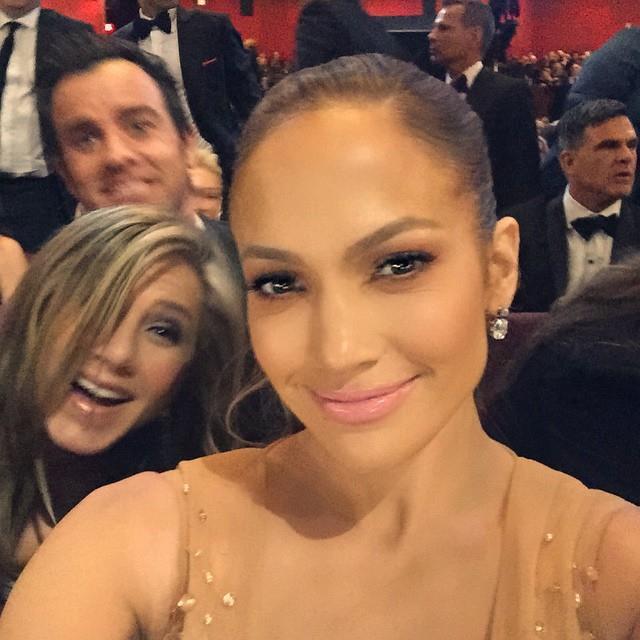 1. When Jennifer Aniston and Justin Theroux photobombed Jennifer Lopez. <br><br><em>Photo: Instagram/@jlo</em>