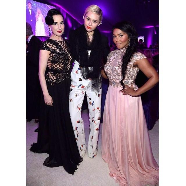 8. Miley Cyrus, Dita von Teese, and Lil Kim hung out at Elton John's annual party. <br><br><em>Photo: Instagram/@mileycyrus</em>