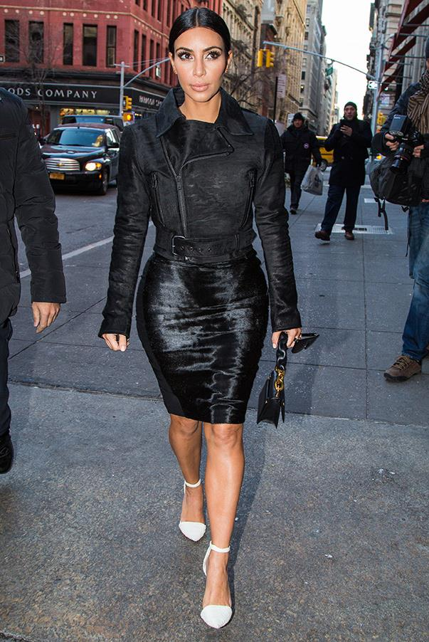 Arriving at the ABC Kitchen (New York) in a monochrome look for lunch with Jonathan Cheban on 8th of Jan.