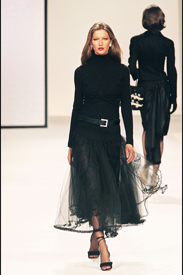 <br><strong>Valentino</strong> <br><strong><em>2000</em></strong> <br>The supermodel-to-be continues her reign as couture queen.