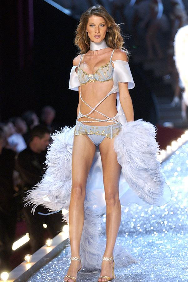 "<br><strong>Victoria's Secret</strong> <br><strong><em>2003</em></strong> <br>The Brazilian beats out Elle Macpherson and receives the unofficial (yet prestigious!) title of: ""The Body""."