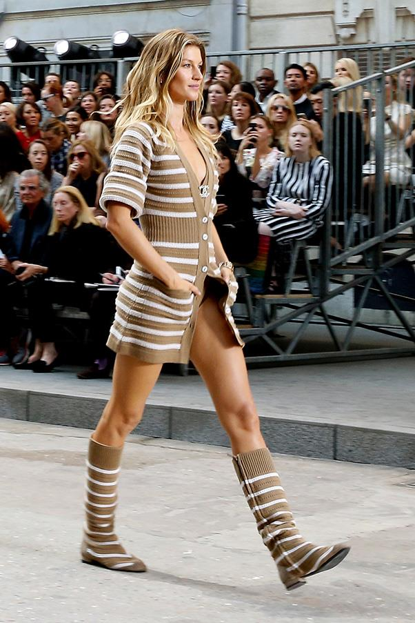<br><strong>Chanel</strong> <br><strong><em>2014</em></strong> <br>Only Gisele could truly pull off this tricky all-knit look with ease and confidence.