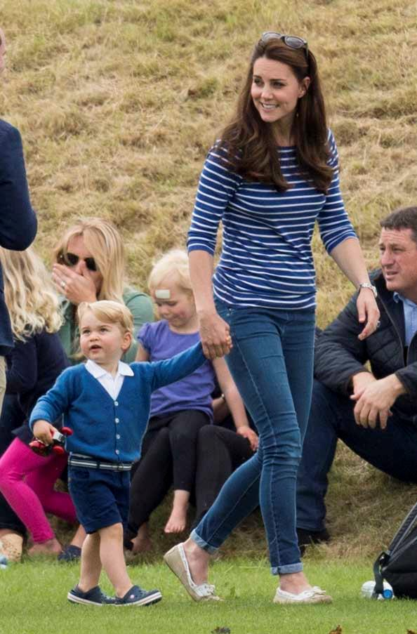 Kate opted for this classic weekend combo on Sunday; Breton striped tee and skinny jeans.