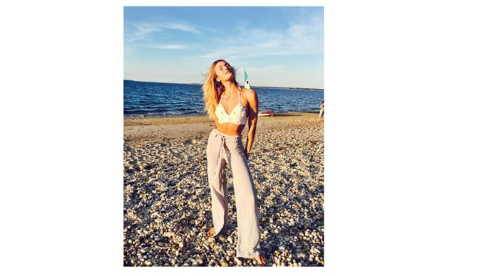 <b> Candice Swanepoel </b> <br> @angelcandices enjoying the rays of sun in high waisted pants and a daisy crop.
