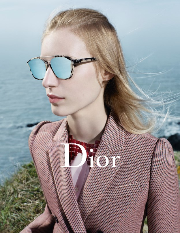 <strong>Dior: </strong> <br><br> <strong>Model:</strong> Julia Nobis <br><br> <strong>Photographer:</strong> Willy Vanderperre