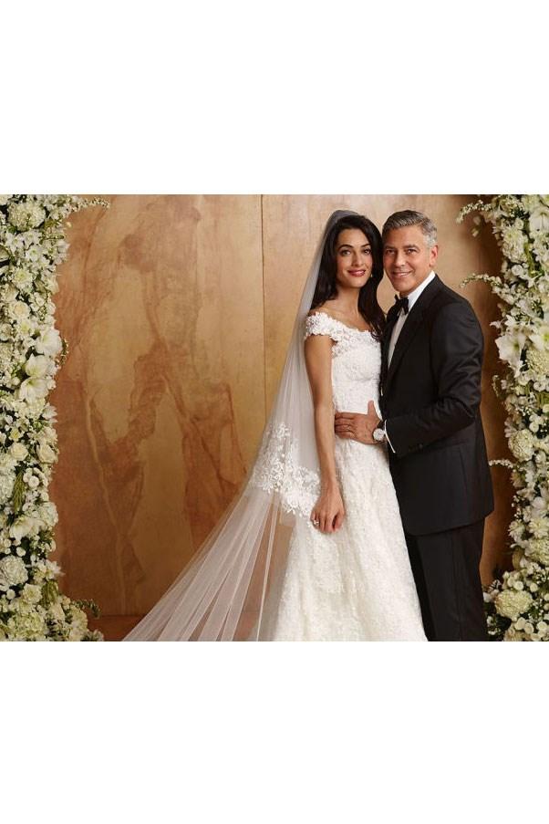 Amal Alamuddin wore Oscar De La Renta when she married George Clooney.