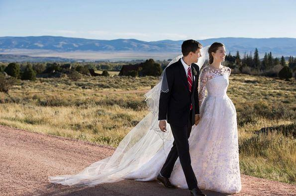 "Girls actress Allison Williams wore custom Oscar de la Renta to wed entrepreneur Ricky Van Veen. <br><br> Photo: Instagram <a href=""https://instagram.com/aw/?hl=en"">@AW</a>"