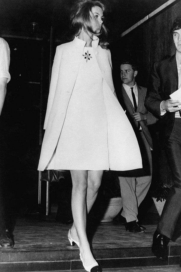 Jean Shrimpton wearing Colin Rolfe in 1965.