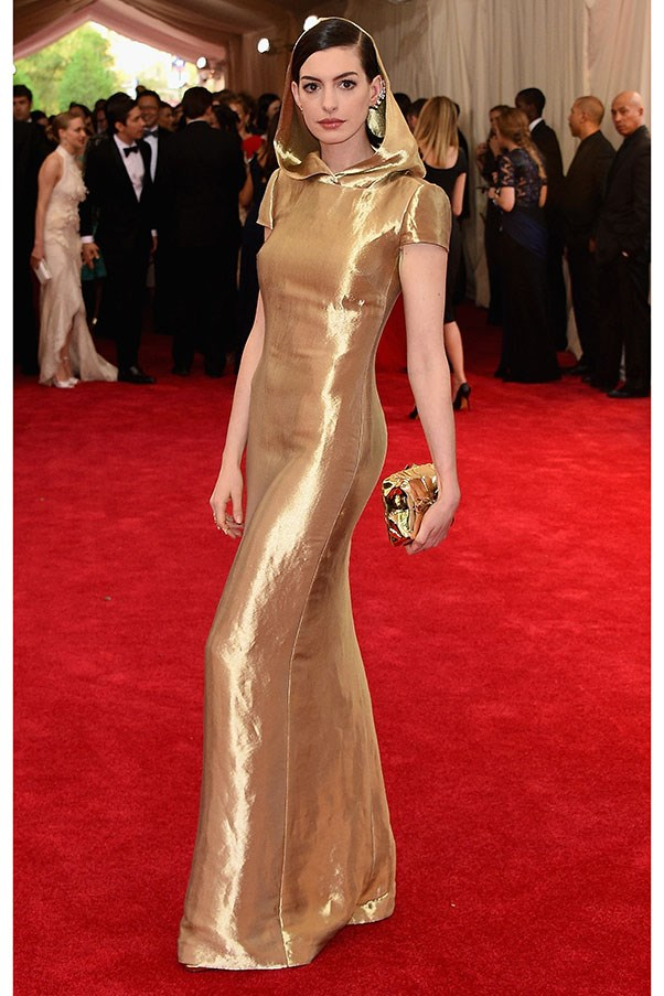 <strong>RALPH LAUREN</strong><BR><BR> Anne Hathaway at the Met Gala