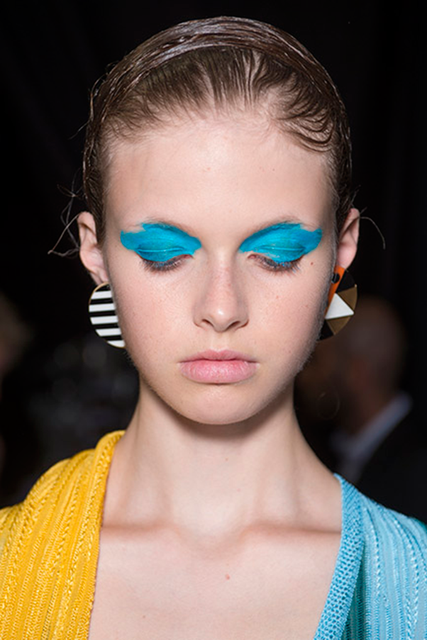 <strong>MISSONI</strong><br><br> Eyelids and brow bones were smeared with blue and yellow pigments, alongside bare lips and faces, while hair was slicked out of the way.
