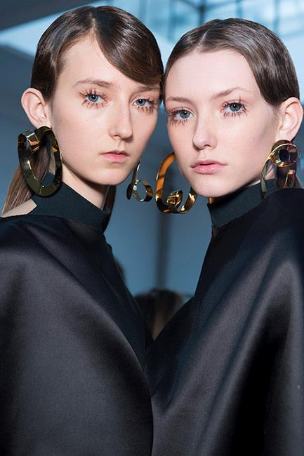 <strong>MARNI</strong> Flawless complexions and subdued lips looked heavenly at Marni. We had serious lash envy over the disjointed singular lash extensions, which gave models a natural yet beguiling look.