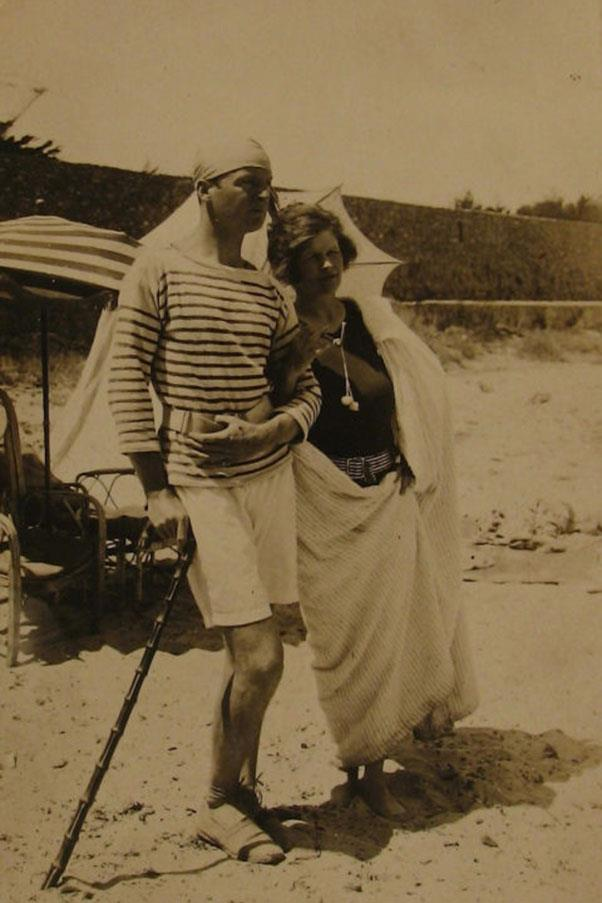 <strong>4. SARAH MURPHY</strong><BR><BR> <strong>Known For:</strong> A wealthy expatriate who lived in the South of France with her family and befriended many of the great artists and writers of the 1920s. <strong>Signature Style:</strong> Bathing suits topped with long strands of pearls. <strong>Why We Love Her:</strong> Picasso painted her portrait and her family inspired characters in the books of Fitzgerald and Hemingway.