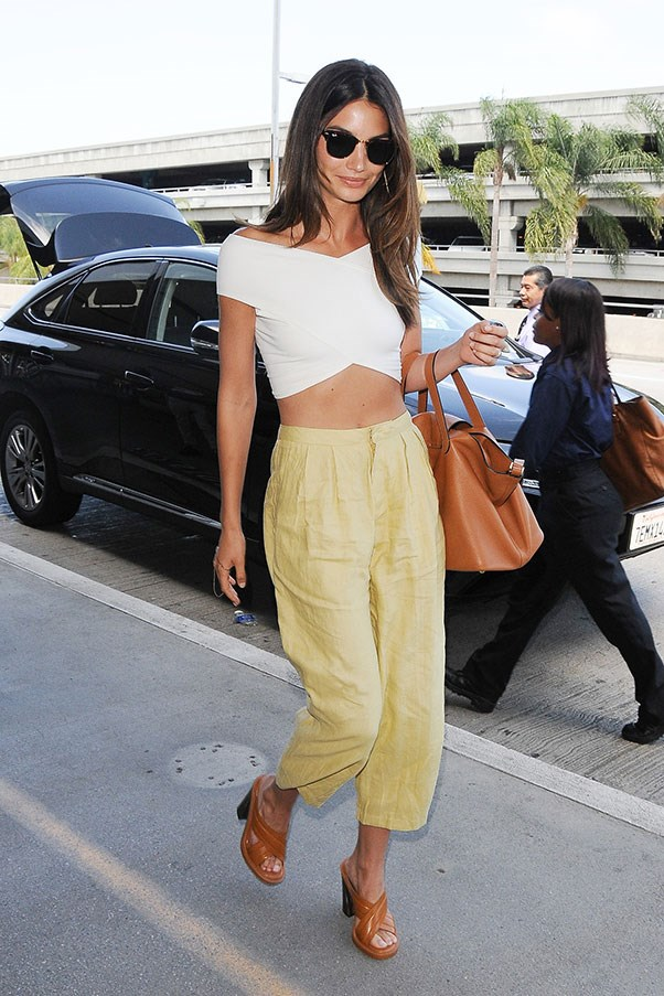 <strong>2. A cropped white tee:</strong><br><br> Lily Aldridge