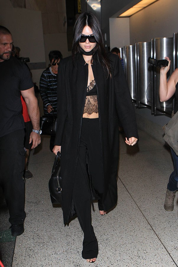 <strong>5. Anything (and everything) black:</strong><br><br> Kendall Jenner
