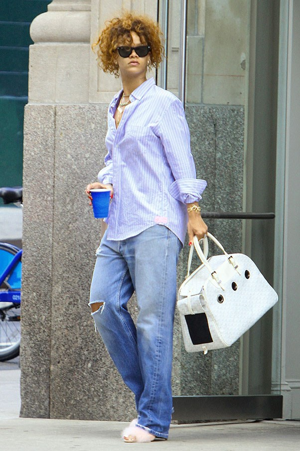 <strong>7. Ripped jeans</strong><br><br> Rihanna