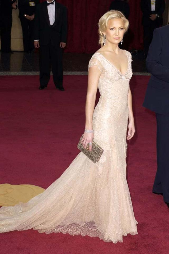 7. Kate Hudson in Versace at the 2003 Academy Awards.