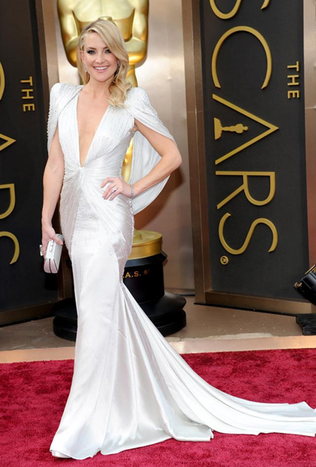 """10. Kate Hudson arriving at the 2014 Oscars in <a href=""""http://www.harpersbazaar.com.au/runway-report/the-shows/ready-to-wear/2015/9/versace-ss16-rtw/"""">Versace</a>."""