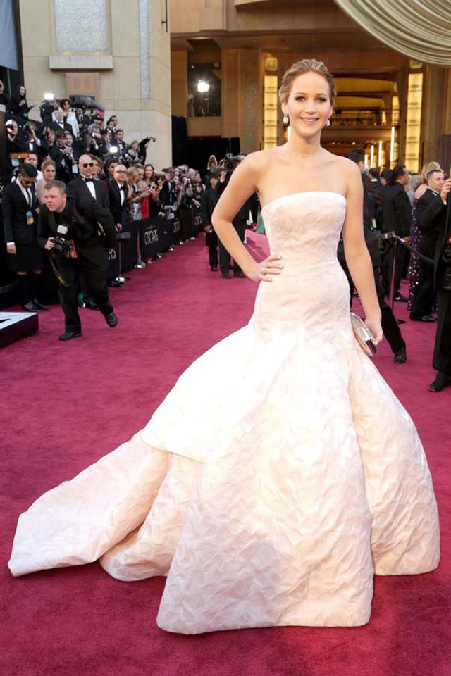 """16. Jennifer Lawrence attends the 2013 Academy Awards in <a href=""""http://www.harpersbazaar.com.au/runway-report/the-shows/ready-to-wear/2015/10/christian-dior-ss16-rtw/"""">Christian Dior. </a>"""