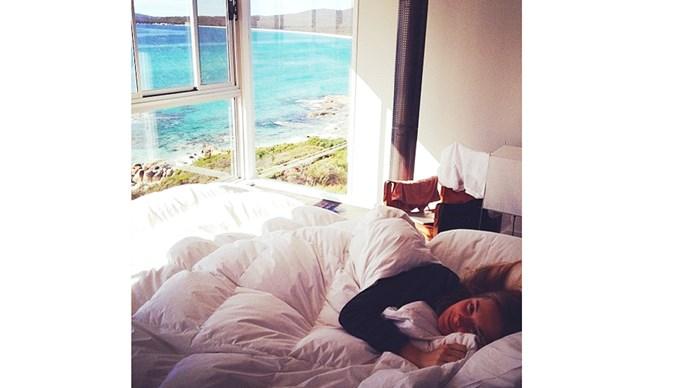 "<strong>6:00 am</strong> <br><br> ""Wake up and meditate."" <br><br> <a href=""https://instagram.com/bridgetmalcolm/"">@bridgetmalcolm </a>"