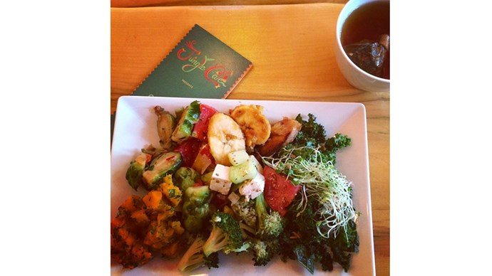 """<strong>7:00 pm</strong> <br><br> """"Another big plate of vegetables. I will usually add some grilled tempeh to it at dinner."""" <br><br> <a href=""""https://instagram.com/bridgetmalcolm/"""">@bridgetmalcolm </a>"""