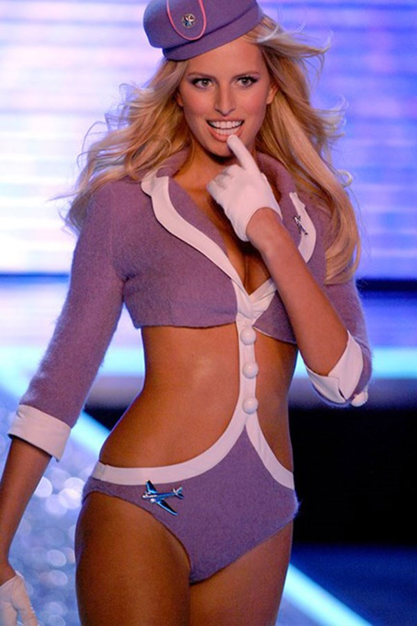 Karolina Kurkova was a VS heavyweight back in her heyday, and she proved it in 2006. As she was coming down the runway, her heel fell off. Like a true pro, KK carried on as if nothing had happened, rocking an 'air heel'.