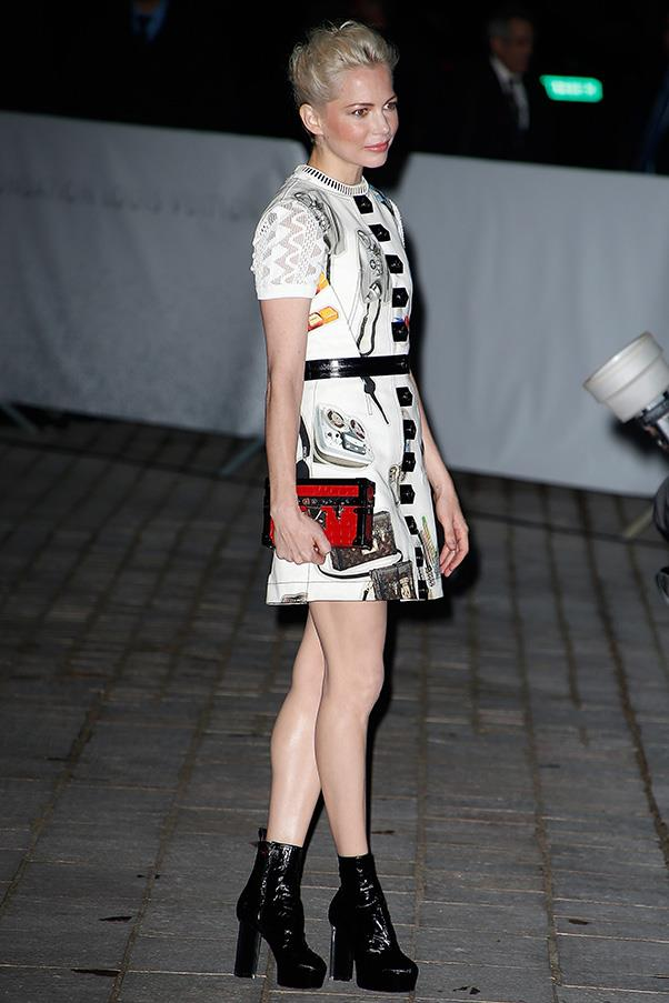 <strong>6. THE LOUIS VUITTON 'PETITE MALLE' </strong><BR><BR> Michelle Williams