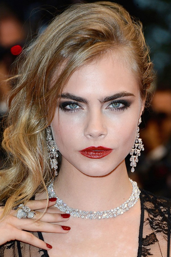<strong>CARA DELEVINGNE</strong>