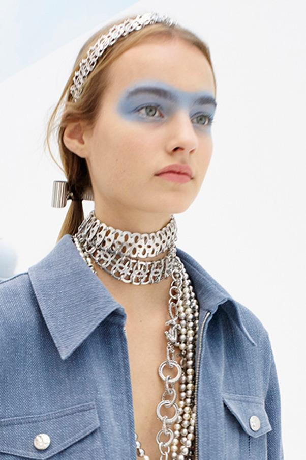 <strong>2. BLUE EYESHADOW</strong><BR><BR> Chanel S/S 2016