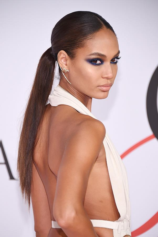 <strong>2. BLUE EYESHADOW</strong><BR><BR> Joan Smalls