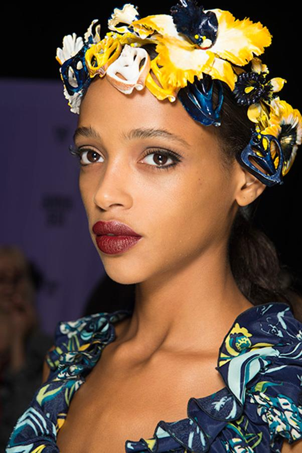 <strong>4. DARK BERRY LIPS</strong><BR><BR> Anna Sui S/S 2016