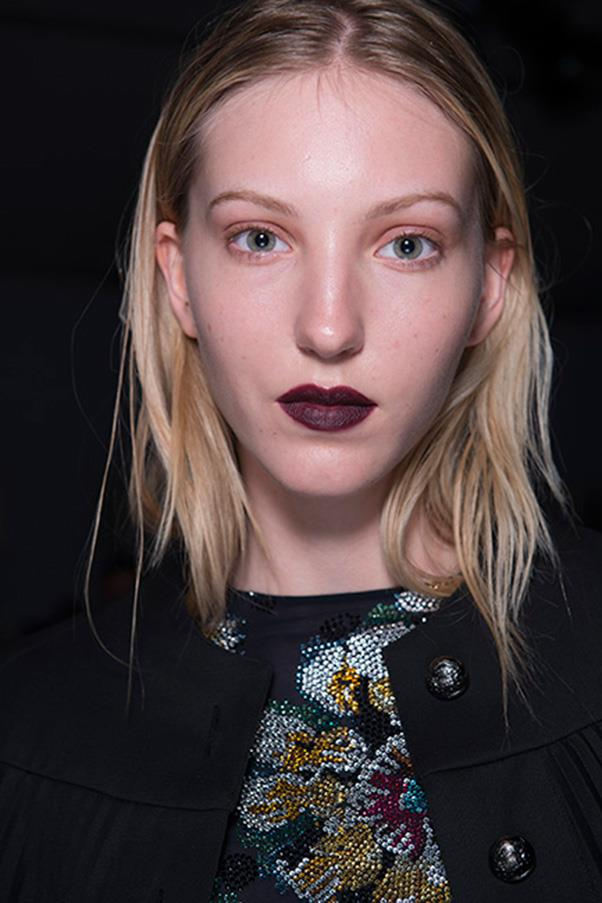 <strong>4. DARK BERRY LIPS</strong><BR><BR> Burberry S/S 2016