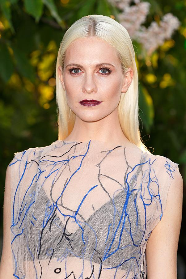 <strong>4. DARK BERRY LIPS</strong><BR><BR> Poppy Delevingne