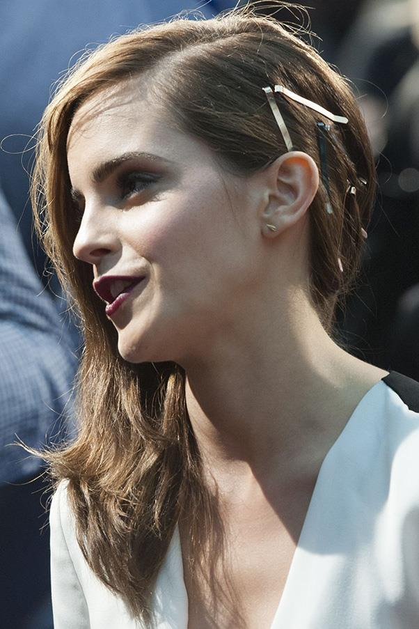<strong>6. VISIBLE HAIR ACCESSORIES</strong><BR><BR> Emma Watson