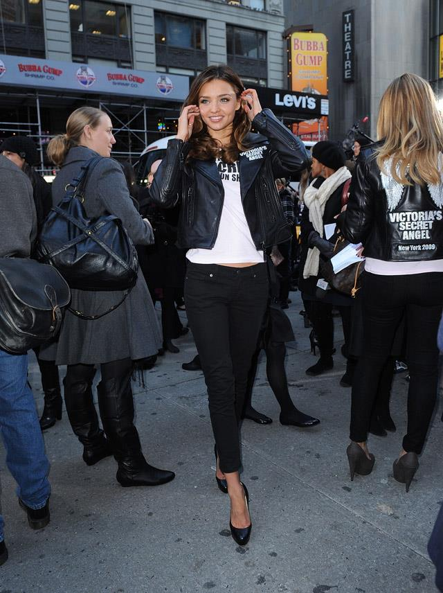 <strong>November 18, 2009</strong> <br><br> Miranda rocks a tee with a leather jacket and jeans like no other (when Victoria's Secret Supermodels took over Times Square).
