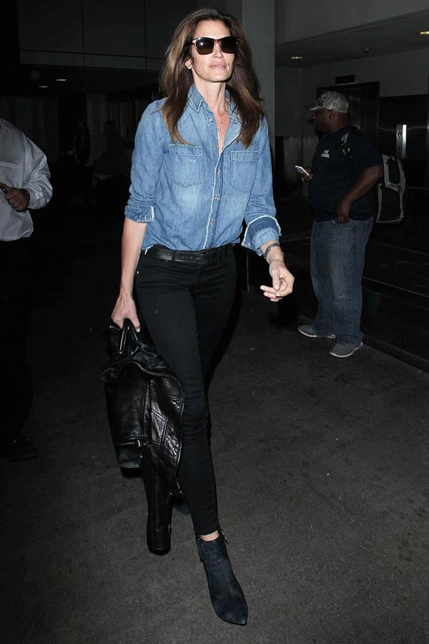 <strong>DONE IN DENIM </strong><br><br> Cindy Crawford