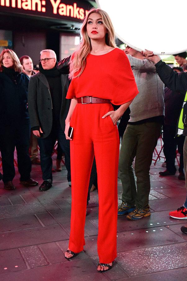 <strong>RED HOT</strong><br><br> Gigi Hadid