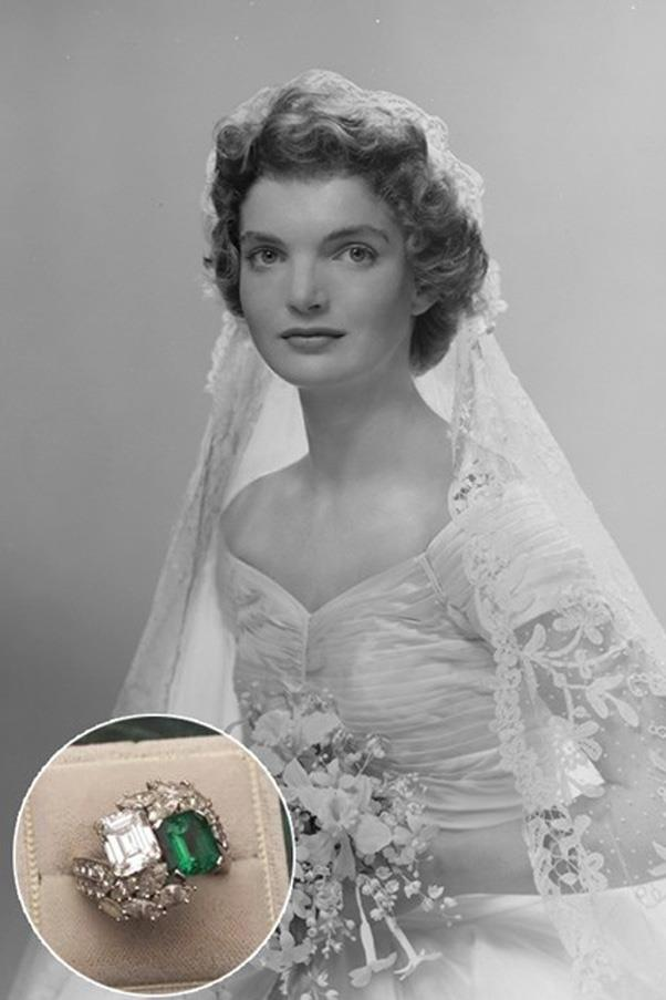 Jackie O wore this diamond and emerald ring from John F. Kennedy.