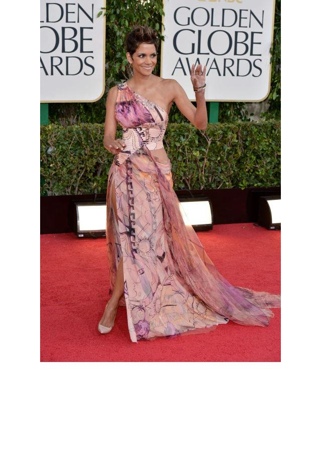 <strong>Halle Berry, 2013</strong> <br><br> In Atelier Versace.