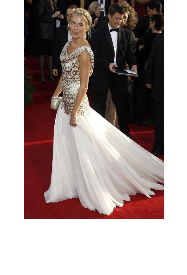 <strong>Sienna Miller, 2007</strong> <br><br> In Marchesa.