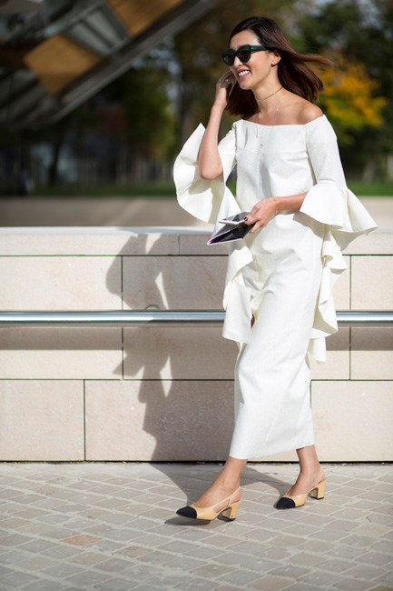 Nicole Warne knows how to make summer look chic. Chanel slingbacks and Ellery sleeves for the win!
